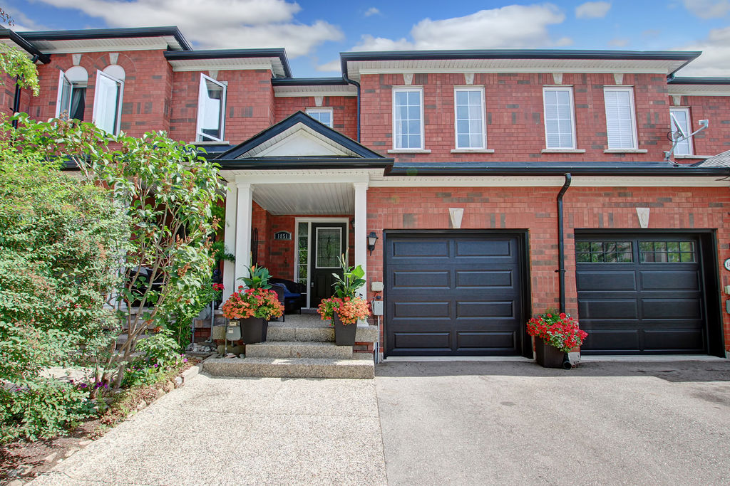 Gorgeous Move-In Ready FREEHOLD Town